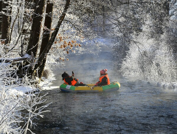 rafting on hot spring river