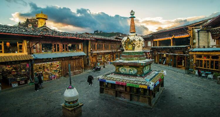 White pagoda in Shanri-La Old Town