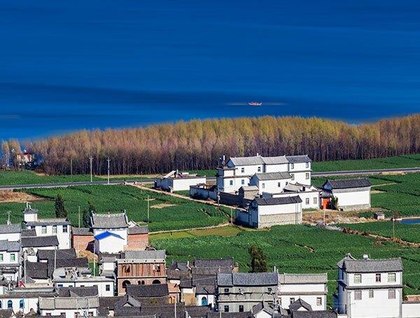 village on the bank of Erhai Lake