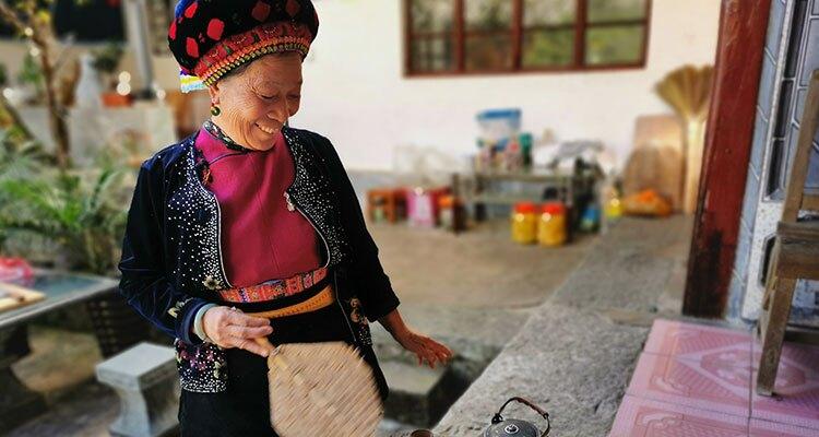 Bai lady making tea