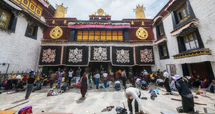 Prayers at Jokhang Temple
