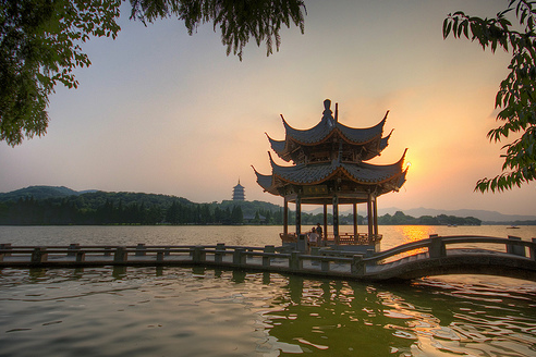 Hangzhou West Lake and Leifeng Pagoda - http://images.chinahighlights.com/attraction/hangzhou/west-lake/west-lake9-s.png