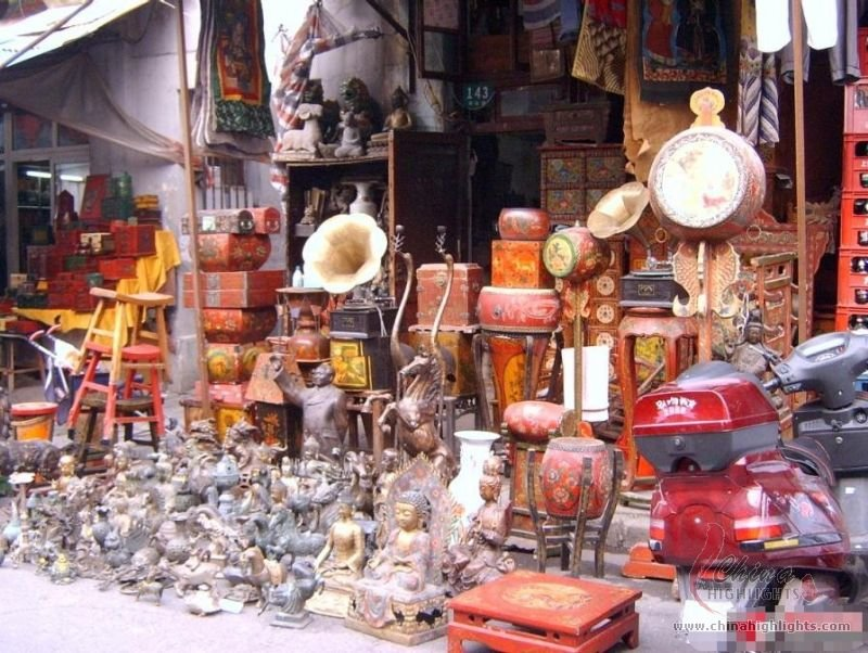 Shanghai dongtai road antique market with ersatz trinkets for Antique marketplace