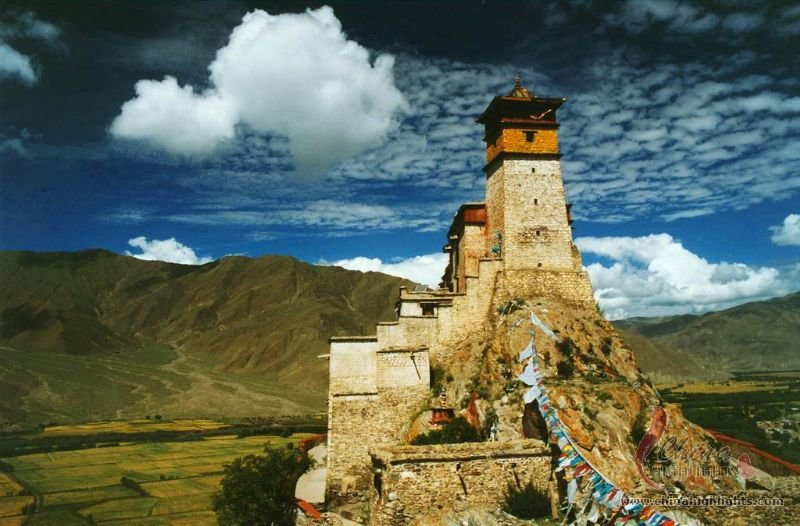 Yumbulagang Palace The First Palace In Tibet