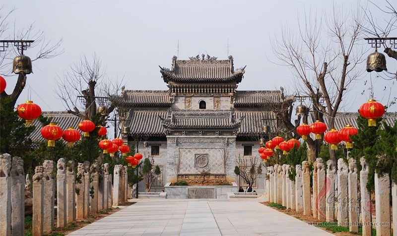 Impressive building and entrance to Guangzhong Folk Art Museum
