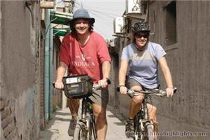 Visiting the hutongs by bike