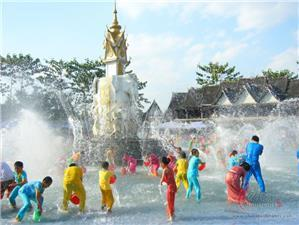 The Water Splashing Festival of Dai People