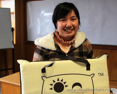 Hong Qinli and Her Award