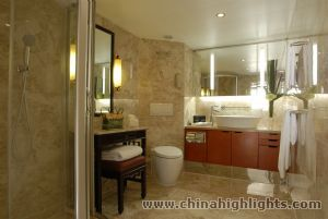 Mandarin Room Bathroom of Yangzi Explorer
