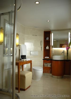 Regular Suite Bathroom of Yangzi Explorer