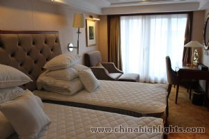 Standard Room with Balcony of Yangtze Gold 1